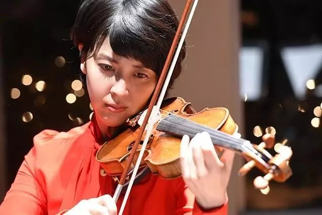 小提琴持弓