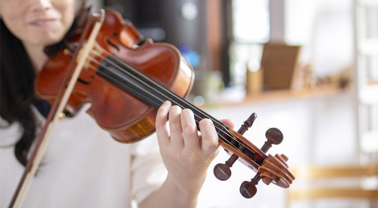 频繁的小提琴调音