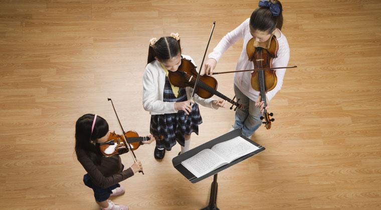 拉小提琴的孩子们