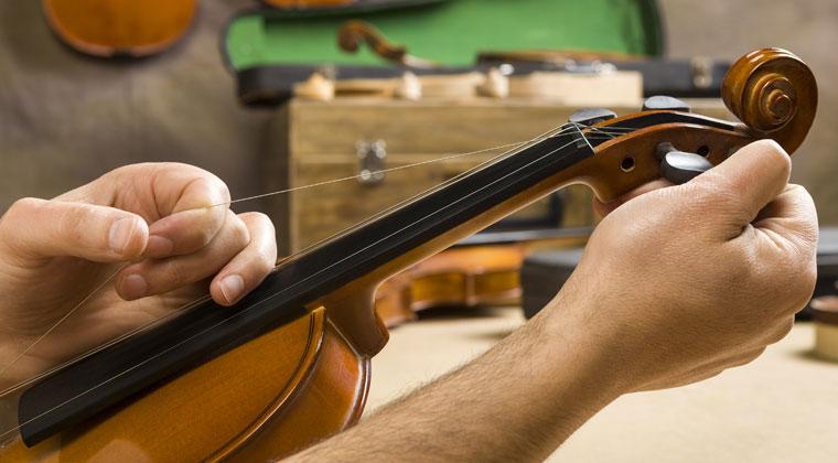 如何更换你的小提琴弦