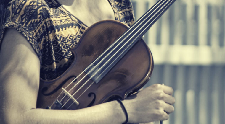小提琴初学者买10000元的琴值得吗?