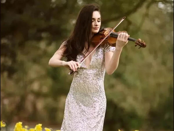 小提琴女神:艾斯特·阿布拉米
