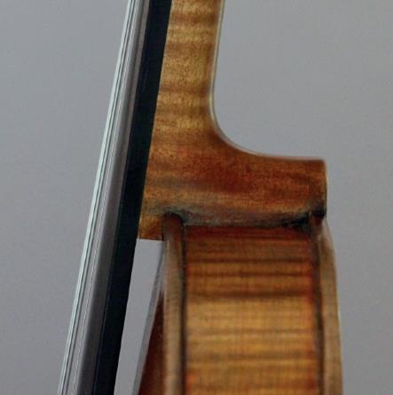 图1现代琴颈被榫接,然后粘在顶部块上