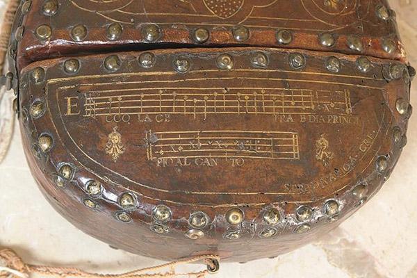 小提琴盒外部装饰